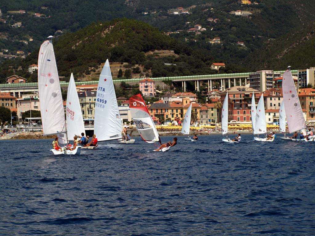 Grandi e piccoli alla regata di chiusura della Scuola Vela