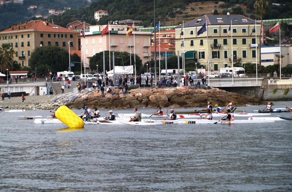 Settima edizione bagnata per la Voga in Riviera